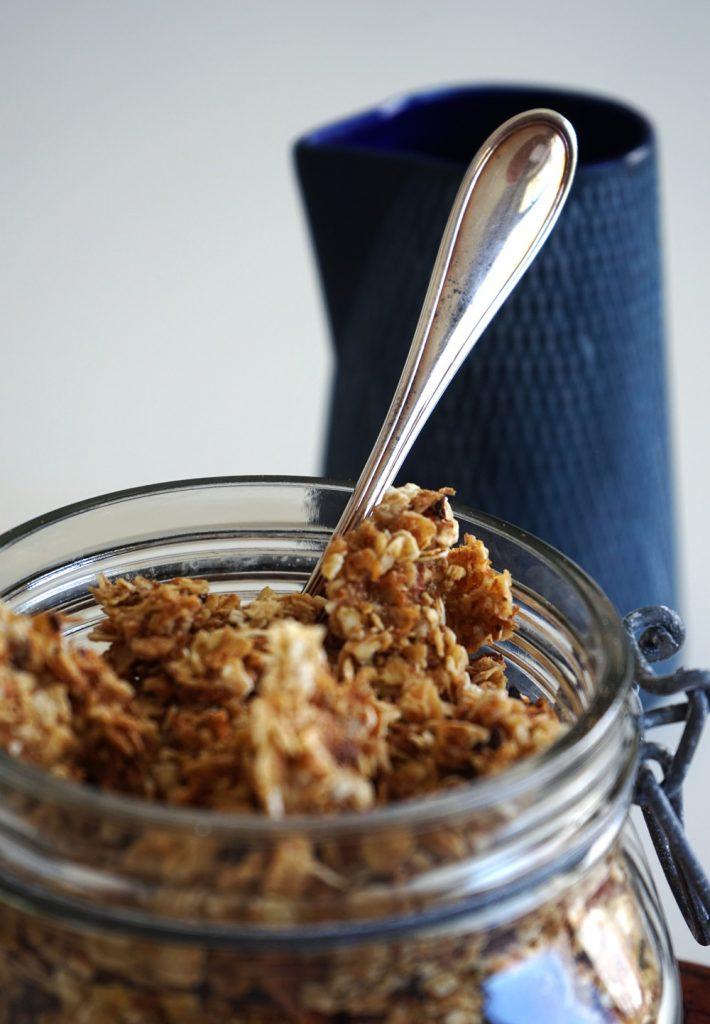 homemade granola zartes nuss knusperm sli selber machen. Black Bedroom Furniture Sets. Home Design Ideas