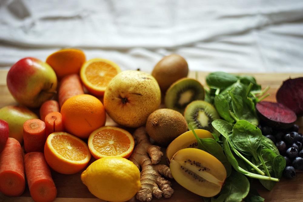 frisch gespresste säfte, obst und gemüse, regenbogen, obst und gemüse als regenbogen