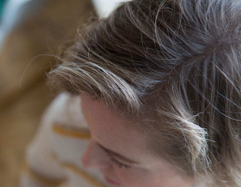 graue haare, graue haare akzeptieren, haare färben, naturwelle