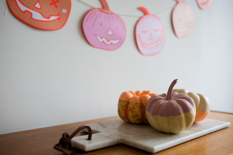 happy halloween kürbis, halloween deko pastell, halloween deko diy